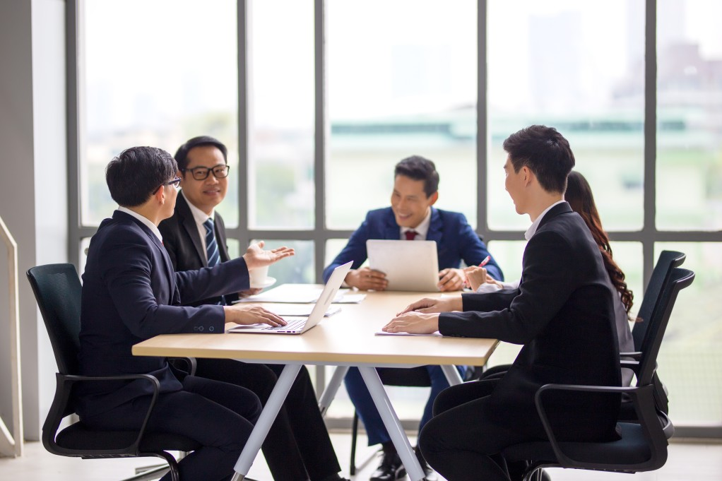 experienced coo running a business meeting in singapore